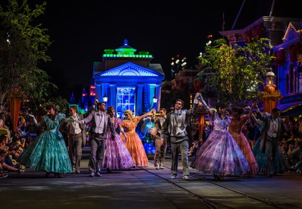 frightfully-fun-parade-mickeys-halloween-party-disneyland-067