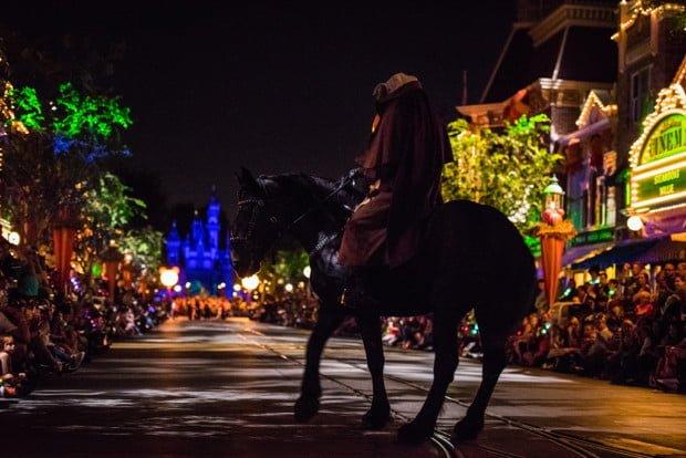 headless-horseman-disneyland-halloween-party