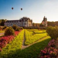 hot-air-balloons-sunset-château-de-chenonceau-soft-light-loire-valley-france-bricker