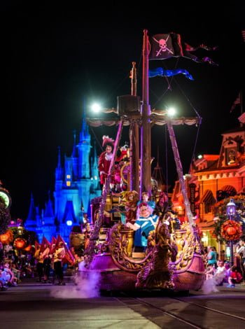 pirate-ship-mickeys-boo-to-you-halloween-parade-85mm