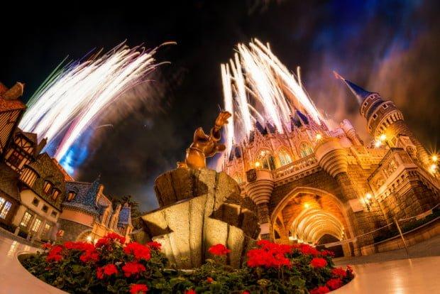 sorcerer-mickey-statue-once-upon-time-fireworks-tokyo-disneyland-2