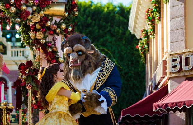 a-christmas-fantasy-parade-disneyland-christmas-023
