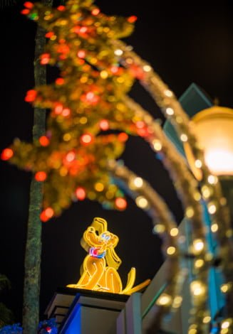 christmas-decorations-disneys-hollywood-studios-walt-disney-world-111