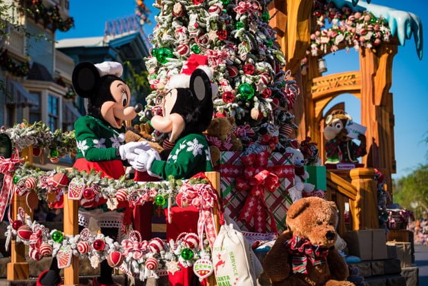 mickey-mouse-minnie-mouse-new-faces-disneyland-christmas-038