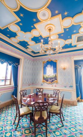 royal-banquet-hall-shanghai-disneyland-restaurant-china-048
