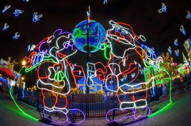 santa-mickey-handshake-osborne-lights-wdw-dhs