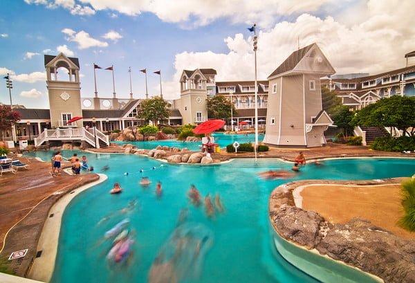 storm-along-bay-yacht-beach-club-disney-world-pool