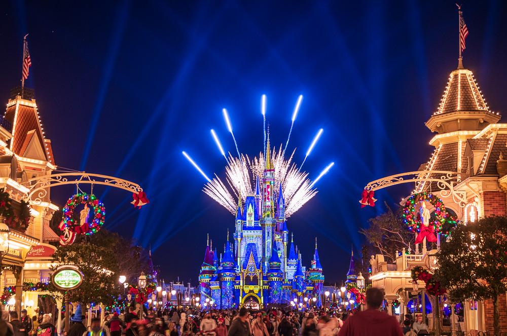 fireworks-pixie-dust-pyro-christmas-magi